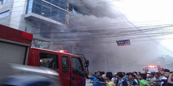 Fire triggered by elevator crash kills four in Dhaka market